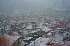 Stad en sneeuwval stock foto