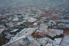 Stad en sneeuwval stock afbeeldingen