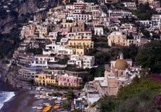 Stad en strand, Positano, Italië. Royalty-vrije Stock Fotografie