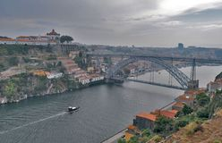 Stad för höst för Porto brotur royaltyfria bilder