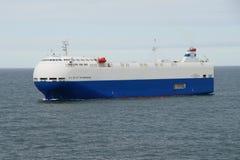 Stad för lastfartyg för bilbärare av St Petersburg Arkivbild