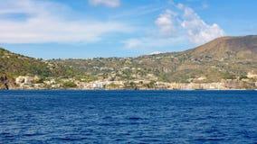 Stad för panoramautsiktod Lipari fotografering för bildbyråer