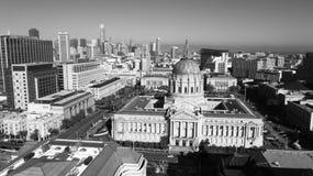 Stad Hall Downtown Core Urban Center San Francisco Metro för flyg- sikt fotografering för bildbyråer