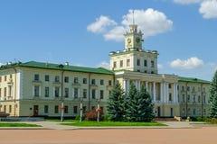 Stad Hall Khmelnitsky in Oekraïne, op het centrale vierkant wordt de gevestigd dat stock afbeelding