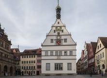 Stad Hall Rathaus in Marktplatz - het belangrijkste vierkant van Rothenburg ob der Tauber, Duitsland royalty-vrije stock foto