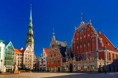 Stad Hall Square i den gamla staden av Riga, Lettland Arkivbild