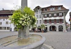 Stad Hall Square i Thun, Schweiz, 23 juli 2017 Fotografering för Bildbyråer