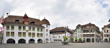 Stad Hall Square i Thun, Schweiz 23 juli 2017 Arkivbild