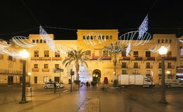 Stad Hall Square van de stad van Elche, met Kerstmisdecoratie Royalty-vrije Stock Foto's