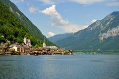 Stad Hallstatt, Österrike fotografering för bildbyråer