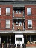 Stad: hoofdstraat flats voor huur Stock Fotografie