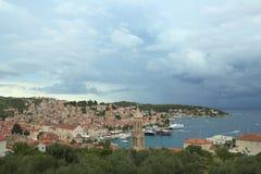 Stad Hvar i Kroatien Fotografering för Bildbyråer