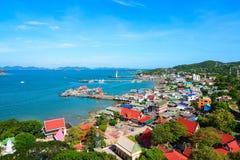 Stad i den Koh Si Chang ön Royaltyfri Foto