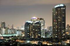 Stad i den ljusa natten Royaltyfri Fotografi