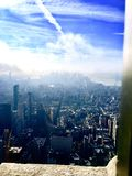 Stad i molnen royaltyfri fotografi