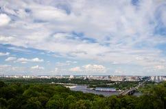 Stad i molnen Arkivfoto