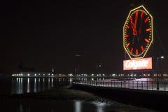 stad jersey Nj natt Colgate klocka Royaltyfri Bild