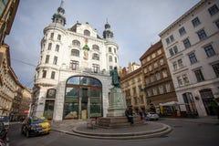 Stad lanscape met Johannes Gutenberg-gedenkteken Wenen, Oostenrijk Stock Afbeeldingen