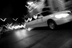 Stad Limo bij Nacht Stock Afbeelding