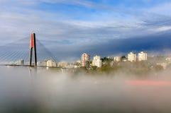 Stad in mist Stock Afbeeldingen