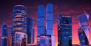 stad moscow russia Internationell affärsmitt för Moskva på solnedgången Royaltyfri Bild