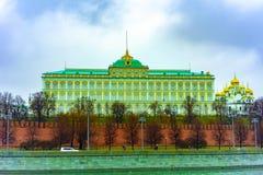 Stad Moskou Het grote Paleis van het Kremlin De dijk van het Kremlin Rusland stock foto