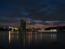 Stad nära chaophayafloden Royaltyfri Foto