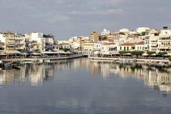 Stad nära havssjön royaltyfri fotografi