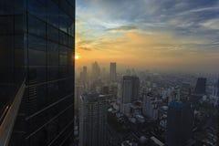 Stad na zonsondergang - Royalty-vrije Stock Afbeeldingen