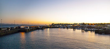 Stad och hamn av Playa Blanca royaltyfri bild