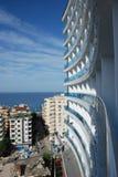 Stad och havet Royaltyfri Foto