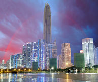 Stad och regnbåge, Shenzhen, Kina Arkivbild