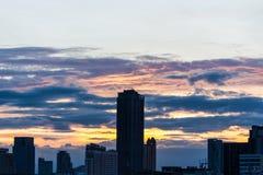 Stad och sol ner Royaltyfri Fotografi