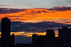 Stad och sol ner Arkivbilder