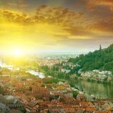 Stad och soluppgång Arkivbild