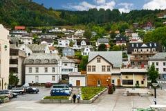 Stad op een berghelling Stock Afbeeldingen
