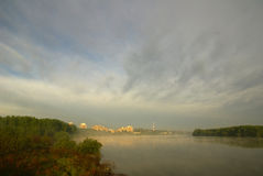 Stad over de rivier royalty-vrije stock foto's
