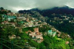 Stad på en bergöverkant Fotografering för Bildbyråer