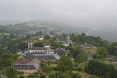 Stad på en bergstopp i Frankrike Region Midi Pyrenees Royaltyfria Foton