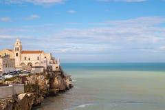 Stad på havet Vieste, Gargano, Italien royaltyfri bild