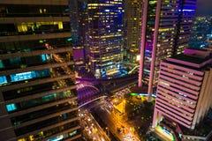 Stad på natten med trafik och industial byggnad royaltyfria foton