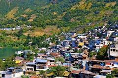 Stad på sjön Atitlan Royaltyfria Bilder