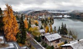 Stad på sjön St Moritz Arkivfoto