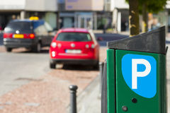 Stad, parkeren wordt betaald voor auto's die Royalty-vrije Stock Foto's