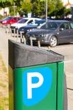 Stad, parkeren wordt betaald voor auto's die Stock Foto