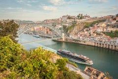 Stad Porto in de ochtend Mening van de rivier Douro portugal Stock Afbeelding