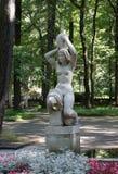 Stad-semesterorten Svetlogorsk till 1947 - den tyska staden Rauschen En kopia av `en för vatten för skulpturHermann Brachert ` de Arkivfoton