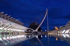 Stad sikt för natt för byggnad av för konster och för vetenskaper för futuristisk arkitektur modern, Valencia, Spanien, Europa arkivfoto