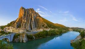 Stad Sisteron i Provence Frankrike royaltyfria bilder