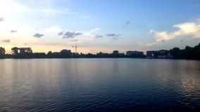 Stad sjö royaltyfria bilder